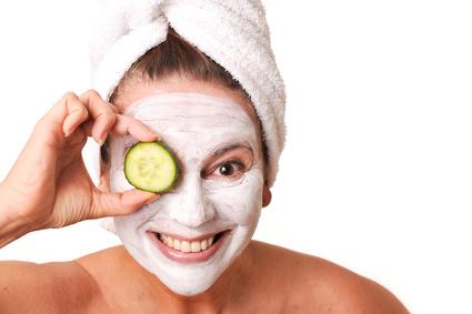 Gesichtsmasken können dabei helfen das Hautbild zu verbessern