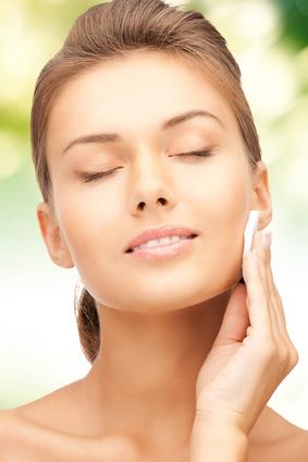 Glatte und faltenfreie Haut benötigt viel Pflege