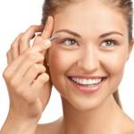 Wer ein attraktives Aussehen anstrebt, muss unter Umständen auch seine Augenbrauen zupfen